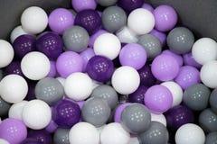 Molto fondo del primo piano delle palle di lotteria o di ping-pong fotografia stock libera da diritti