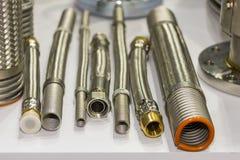 Molto genere di tubo flessibile e di flangia di acciaio inossidabile per l'alto e sistema medio di pressione o di temperatura per immagini stock