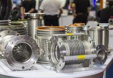 Molto genere di tubo flessibile e di flangia di acciaio inossidabile per l'alto e sistema medio di pressione o di temperatura per immagini stock libere da diritti