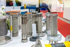 Molto genere di tubo flessibile e di flangia di acciaio inossidabile per l'alto e sistema medio di pressione o di temperatura per fotografie stock libere da diritti