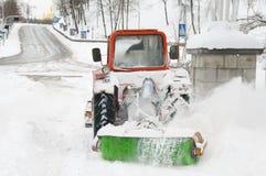 Molto lavoro dopo la bufera di neve della neve Fotografia Stock