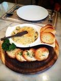 Moluscos com oréganos e pães ralados fotografia de stock