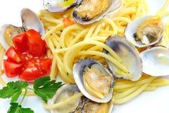 Moluscos da massa e do marisco dos espaguetes imagens de stock