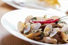 Moluscos fritados do alimento Stir tailandês Foto de Stock