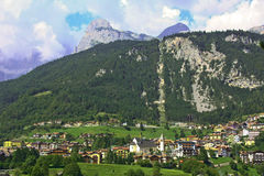 Molveno See in den Dolomit, Italien Stockfotografie