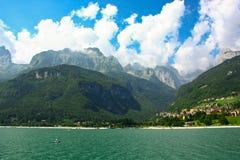 Molveno See in den Dolomit, Italien Lizenzfreie Stockfotos