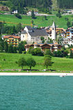 Molvenomeer in Dolomiet, Italië Stock Foto's