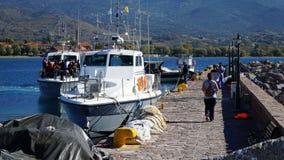 Molyvos Mythimna, Lesvos 船抢救了难民 免版税库存照片