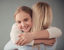 Mom και έφηβη κόρη στοκ εικόνες με δικαίωμα ελεύθερης χρήσης