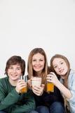 Mom με τα παιδιά σας που έχουν το πρόγευμα Στοκ φωτογραφίες με δικαίωμα ελεύθερης χρήσης