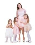 Mom με τρία κορίτσια παιδιών στοκ φωτογραφία με δικαίωμα ελεύθερης χρήσης