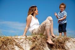 Mom που εξετάζει το γιο της Στοκ Εικόνα