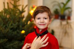 Mom binds tie for little boy at christmas Royalty Free Stock Images