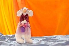 Mom-bunny with purple bucket Royalty Free Stock Photography