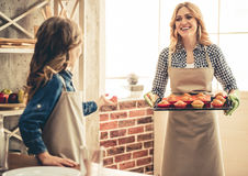 Mom and daughter baking Royalty Free Stock Photography