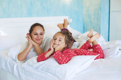 Mom with daughter in the bed Royalty Free Stock Images