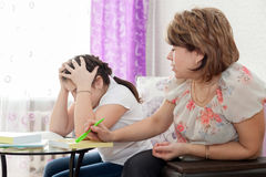 Mom and daughter doing homework Royalty Free Stock Images