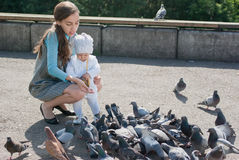 Mom and daughter feeding pigeons Stock Photography