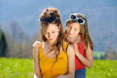Mom and daughter reading a book Royalty Free Stock Photos