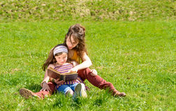 Mom and daughter reading a book Royalty Free Stock Photography