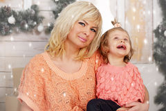 Mom and daughter watching the snow Royalty Free Stock Photos