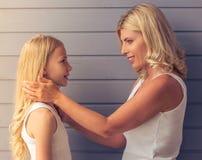 Mom och dotter Arkivfoto