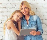 Mom och dotter Arkivbilder