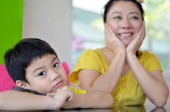 Mom and son looking on each other Royalty Free Stock Photography