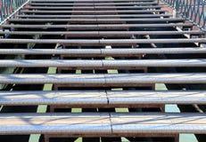 moment av en lång trappuppgång av en bro Royaltyfri Bild