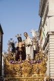 Moment av gåta av brödraskapet av St Benedict, helig vecka i Seville Arkivfoto