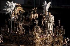 Moment av gåta av brödraskapet av St Benedict, helig vecka i Seville Arkivbilder