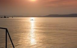 Moment bei Sonnenuntergang auf Balaton See Lizenzfreie Stockfotos