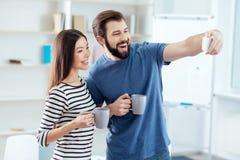 Moment heureux vigoureux de fixation de couples Image libre de droits