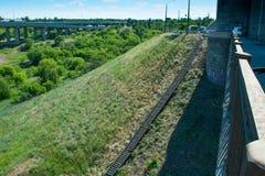 Moment - ner det gröna gräset Royaltyfri Bild