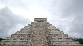 Moment-pyramid & Mayatempel på Chichen Itza Royaltyfria Bilder