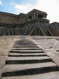Moment som upp till leder den Jain templet av Sravanabelagola i Indien Royaltyfri Bild