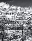 Momenten av en pyramid i MAYAN Dzibilchaltún - MEXICO - FÖRDÄRVAR arkivfoton