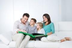 Momento agradável da família Imagens de Stock