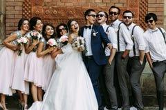 Momento alegre no casamento dos pares novos Fotografia de Stock Royalty Free