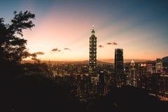 Momento de la puesta del sol de Taipei foto de archivo