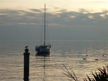 Momento de relaxamento de Garda Itália do lago fotos de stock