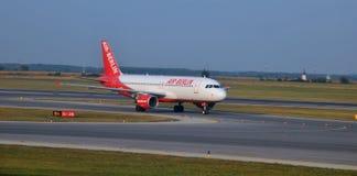 Momento del aterrizaje en el aeropuerto de Swechat Fotografía de archivo