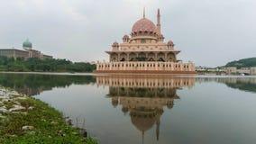 Momento di alba alla moschea di Putra Fotografia Stock Libera da Diritti