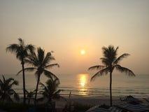 Momento feliz del sol del arena de mar Imagen de archivo libre de regalías