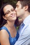 momento intimo felice sveglio di bacio delle coppie fotografia stock libera da diritti