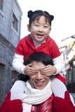 Momento macio entre o pai e a filha Fotografia de Stock Royalty Free