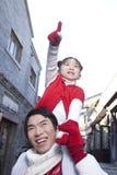Momento macio entre o pai e a filha Foto de Stock
