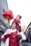 Momento macio entre o pai e a filha Imagem de Stock