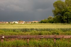 Momento venente in un campo coltivato fotografia stock libera da diritti