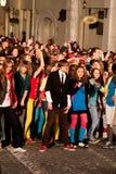 Momentos de destello de la danza de la multitud de la Eurovisión Foto de archivo